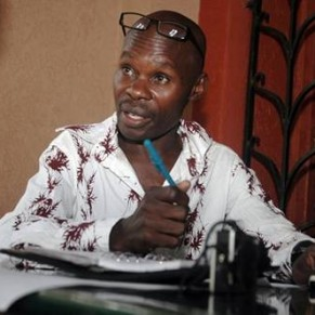 Un militant LGBT outé par la presse battu à mort