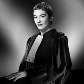 Caroline Mécary, avocate pasionaria de la cause homosexuelle, rêve d'entrer en politique  - Droits LGBT