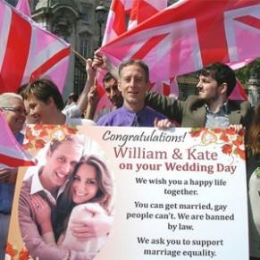 Une manifestation devant Buckingham en faveur du mariage gay