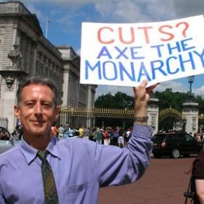 Peter Tatchell dénonce une monarchie <I>raciste, sexiste et homophobe</I> - Royaume-Uni