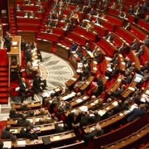 L'UMP rejette le mariage gay, <I>qui fera partie des premières réformes de la gauche</I>, selon le PS