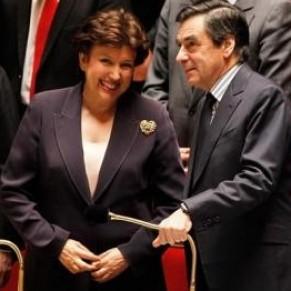 Fillon juge <I>presque totalitaire</I> l'appel de députés UMP à la démission de Bachelot