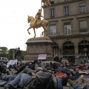 Manifestation d'une centaine d'homosexuels contre le FN  - Paris