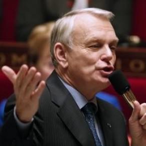 Ayrault rend hommage aux députés et à son gouvernement