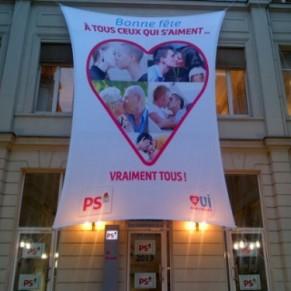Le PS déploie une banderole pour <I>tous ceux qui s'aiment, vraiment tous</I>