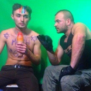 Un ex candidat de X Factor, victime d'un piège anti-homo sur Internet, porte plainte contre son agresseur