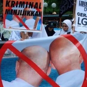 Les homosexuels indonésiens attaqués de toutes parts