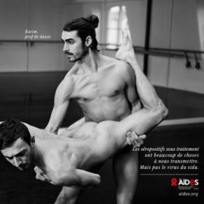 La nouvelle campagne d'Aides présente des couples nus