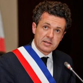 Le maire d'Angers se défend de toute intention homophobe, 400 personnes manifestent