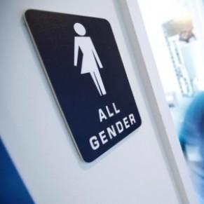 La bataille des toilettes continue de faire rage en Caroline du Nord - Etats-Unis / Genre