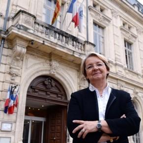 La maire de Bollène devant la justice pour son refus de marier un couple lesbien - Mariage pour tous