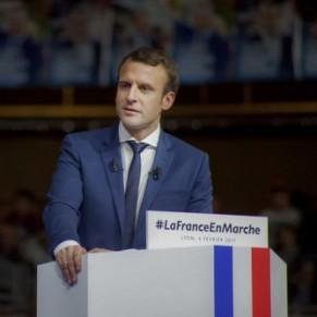 Un député Les Républicains insinue qu'Emmanuel Macron serait homosexuel et soutenu par un lobby gay