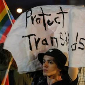 Des élèves transgenres dénoncent la nouvelle guerre des toilettes