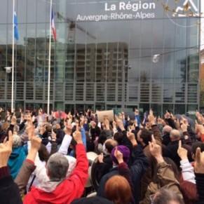Les associations manifestent contre la baisse des subventions régionales - Lyon