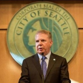 Le maire ouvertement gay de Seattle se défend d'accusations d'agression sexuelle sur mineur - Etats-Unis