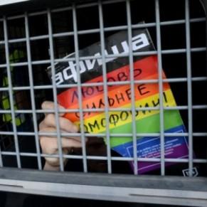 Les Affaires étrangères, Macron et Hamon réagissent aux persécutions anti-gays