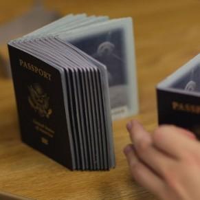 Des passeports intégrant une option de genre neutre seront bientôt introduits - Canada