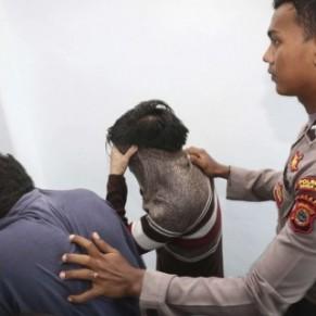 Deux Indonésiens ont subi des coups de canne sous les huées de la foule