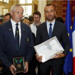 Xavier Jugelé a reçu à titre posthume la médaille d'honneur de la police new-yorkaise - Attentat des Champs-Elysées