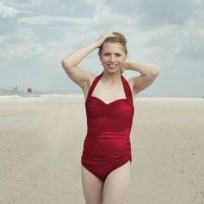 Chelsea Manning pose en maillot de bain pour le magazine Vogue - Transgenres