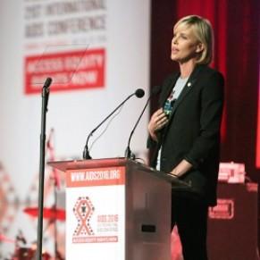 L'actrice Charlize Theron rêve d'une Afrique du Sud sans sida - Engagement