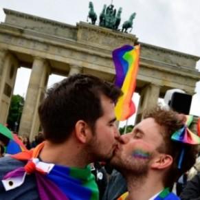Les couples de même sexe forcés de se marier en tant que <I>mari et femme</I> en raison d'une erreur informatique - Allemagne