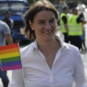 La Première ministre à la Gay pride, les militants espèrent des actes, non des gestes