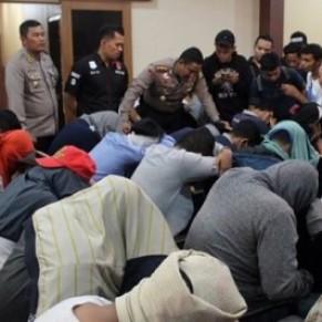 58 homosexuels arrêtés dans un sauna de Jakarta - Indonésie