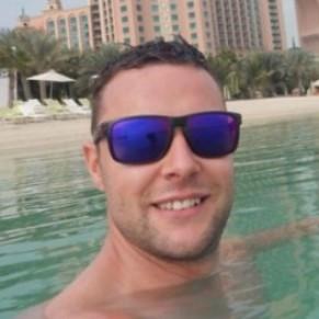 Un Britannique menacé de prison pour avoir effleuré un homme à la taille dans un bar - Dubaï