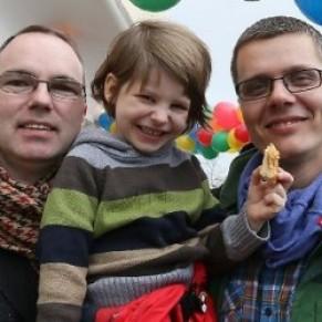 Première adoption par un couple homosexuel à Berlin  - Allemagne