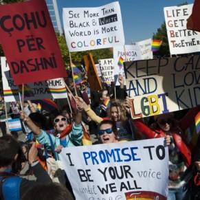 Première gay pride dans les rues de Pristina - Kosovo