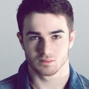 Le chanteur pop russe Zelimkhan Bakaev vraisemblablement torturé et tué en Tchétchénie - Russie