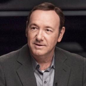 Vives critiques sur son coming out consécutif à des révélations de harcèlement et nouvelles accusations  - Kevin Spacey