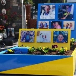 La tombe d'un homosexuel jugée trop voyante  - Italie