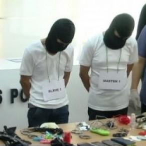 Quatre homosexuels sado-masochistes arrêtés et exhibés par la police - Indonésie