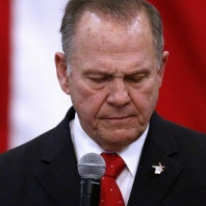 Le républicain ultra-homophobe Roy Moore battu aux sénatoriales dans l'Alabama - Etats-Unis