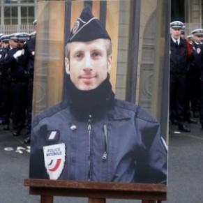 Le père de l'assassin de Xavier Jugelé, policier gay tué sur les Champs-Élysées, jugé pour avoir glorifié l'acte de son fils - Terrorisme