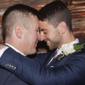 Vistaprint envoie des brochures religieuses sur le péché à un couple gay au lieu du programme de son mariage - Australie / USA
