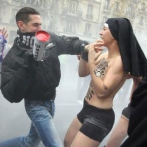 Au procès des violences contre les Femen, jusqu'à un an avec sursis requis - Mariage pour tous