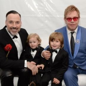 Elton John annonce une tournée d'adieux avant de se consacrer entièrement à ses enfants - Bio