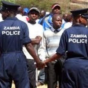 La police aux trousses de deux lesbiennes présumées - Zambie