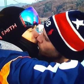 Le baiser historique de Gus Kenworthy avec son petit ami retransmis dans le monde entier