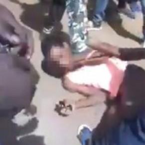 Un jeune homme maquillé et portant des chaussures à talons lynché à Bamako - Mali