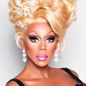 La célèbre drag queen américaine RuPaul s'excuse pour ses propos anti-trans  - Polémique