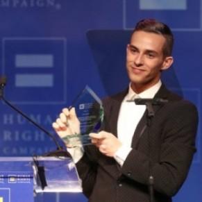 La patineur Adam Rippon appelle les jeunes gays à changer le monde  - Etats-Unis
