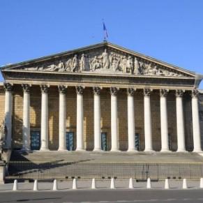 L'Assemblée affiche son ouverture avec la projection d'une série sur les combats LGBT - Parlement