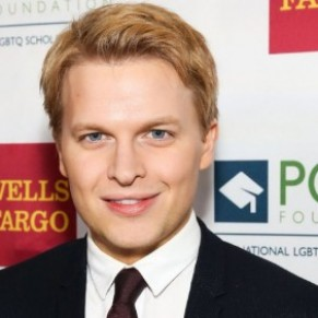 Ronan Farrow, fils de Woody Allen et Mia Farrow, fait son coming-out - People