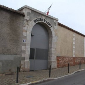 Un détenu de la maison d'arrêt de Troyes torturé pour avoir consulté un site gay - Homophobie