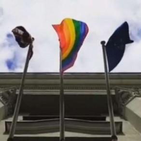 Un drapeau LGBT sur l'ambassade britannique au Bélarus rend Minsk furieux - International