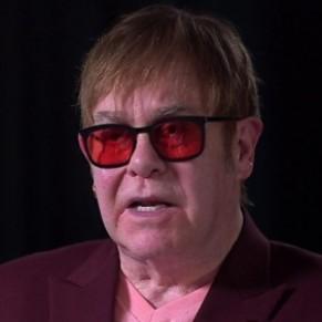 Elton John appelle au boycott de Facebook et Twitter  - Homophobie / Réseaux sociaux